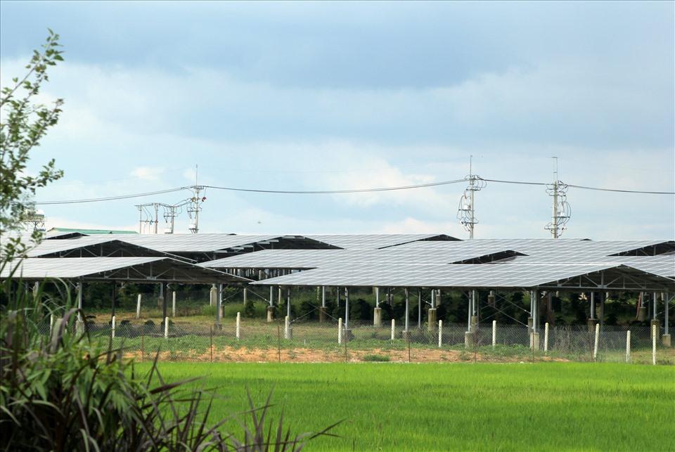 Điện mặt trời mái nhà xưa khuyến khích, giờ quay đầu kêu cứu