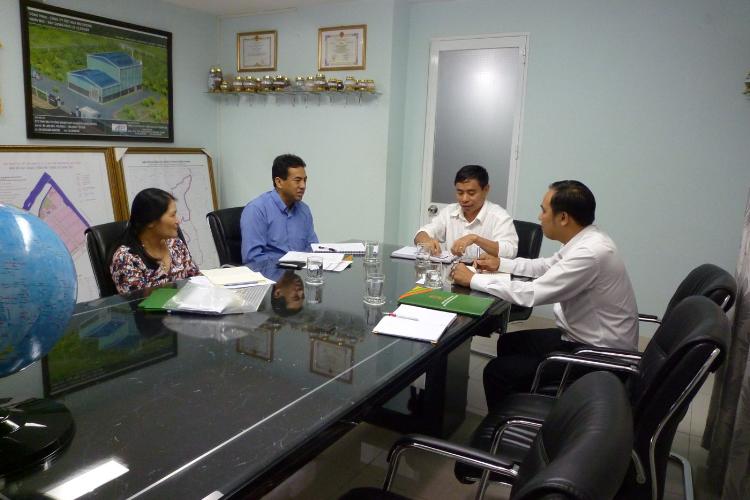 Ban lãnh đạo Công ty Cổ phần Đầu tư Công nghiệp XNK Đông Dương họp với đại diện Bộ Công thương và Tổ chức phát triển công nghiệp Liên Hợp Quốc tại văn phòng công ty