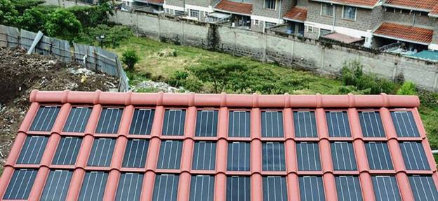 Mái nhà năng lượng mặt trời cung cấp điện cho trường học ở Kenya